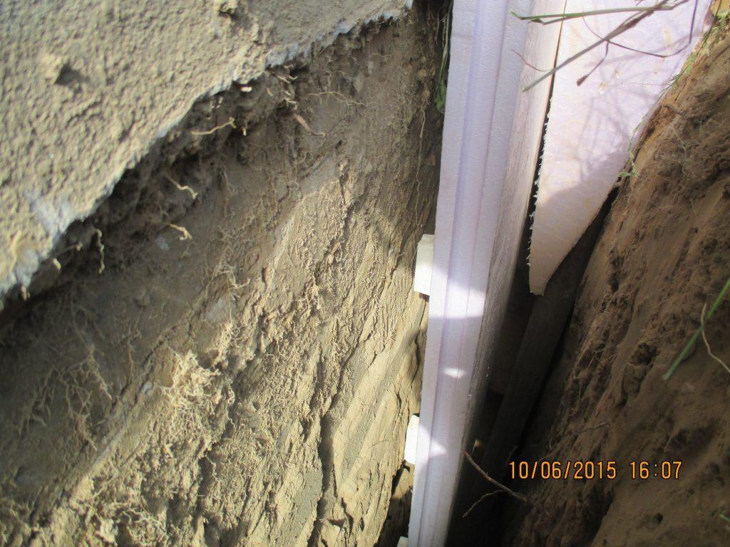 Perimeterdämmplatte an der Kellerwand zum Abdichten