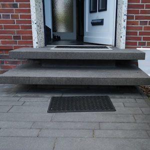 Hauseingangstreppe in Hannover als Besonderheit der Kellerabdichtung von außen