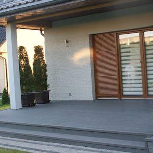 Terrasse mit hochwertigem Terrassenbelag bei Kellerabdichtung